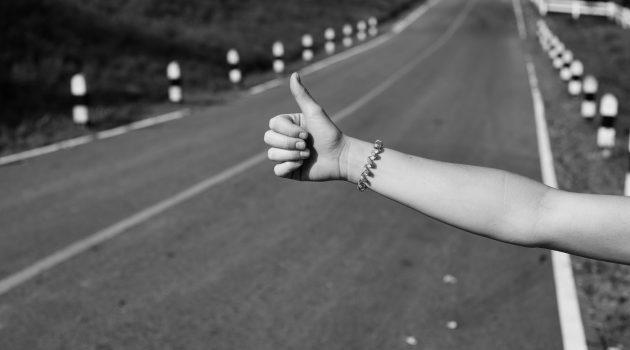 Schreib-Tipp: Wie Sie Gesten richtig beschreiben